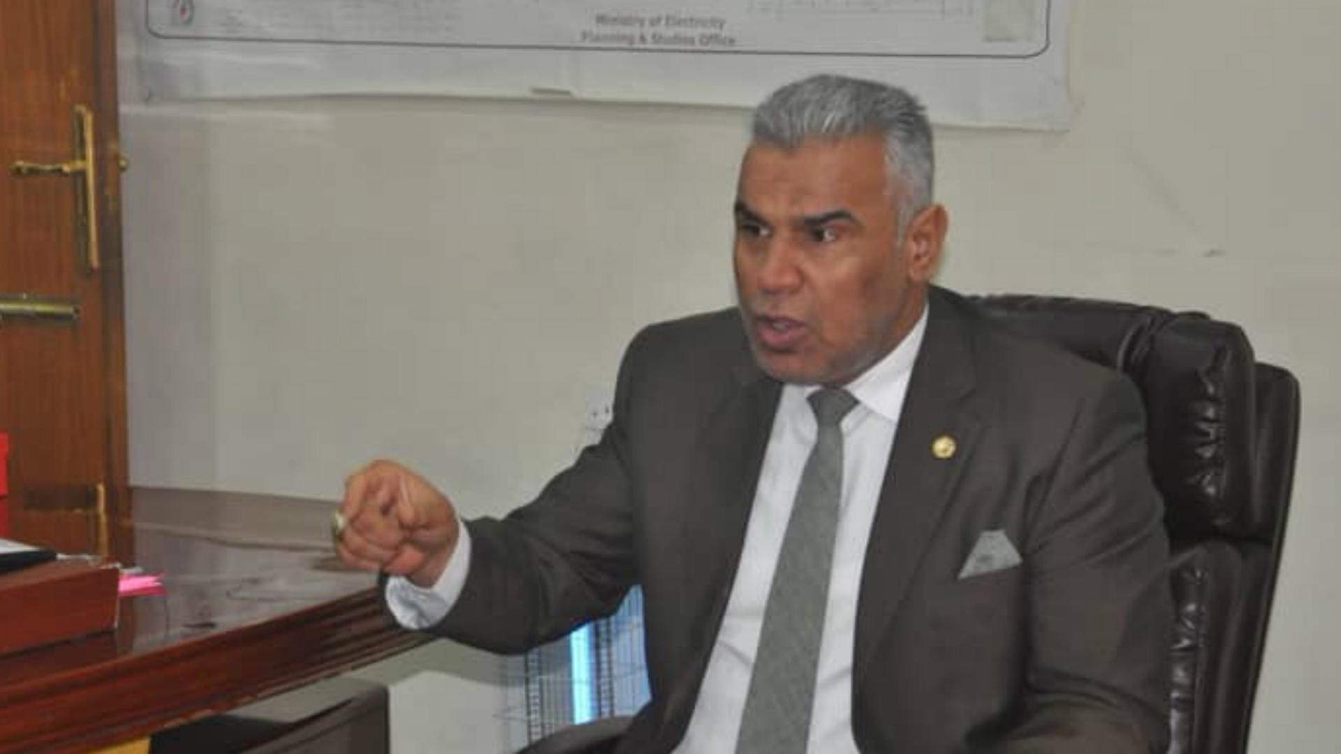 نائب يقترح تمويل بناء المدارس باقتطاع جزء من رواتب الدرجات الخاصة