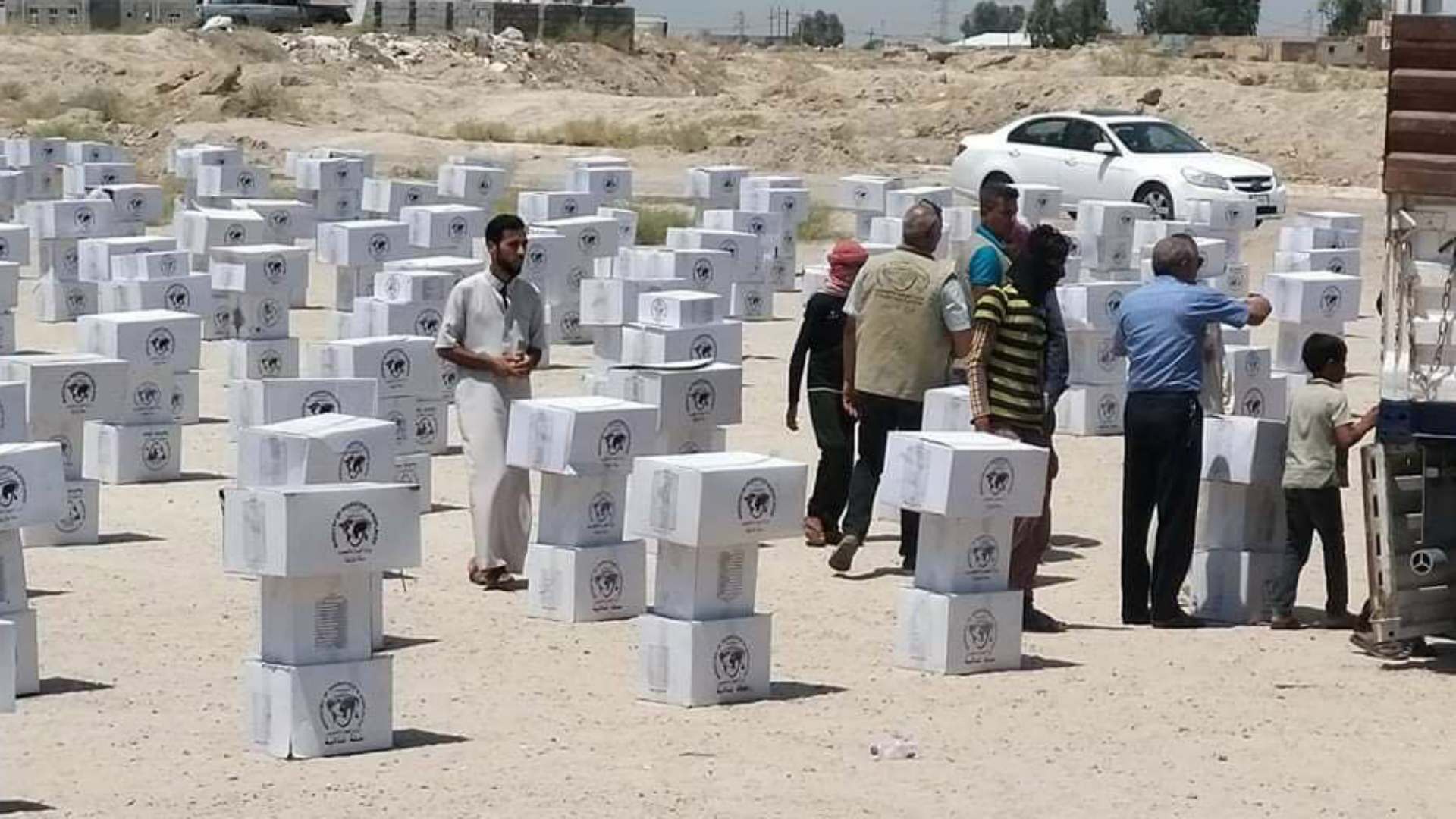 توزيع الآلاف من سلال المساعدات على العوائل النازحة بمناسبة عيد الأضحى المبارك