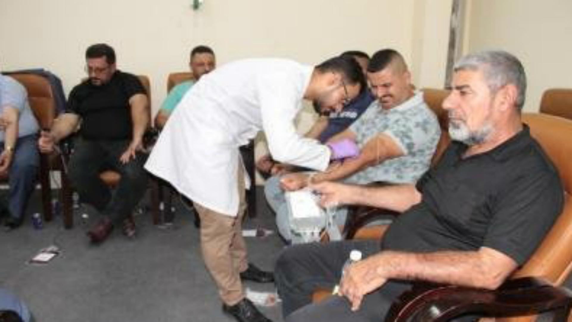 موظفو وزارة العمل يشاركون بحملة تبرع بالدم نظمتها الوزارة