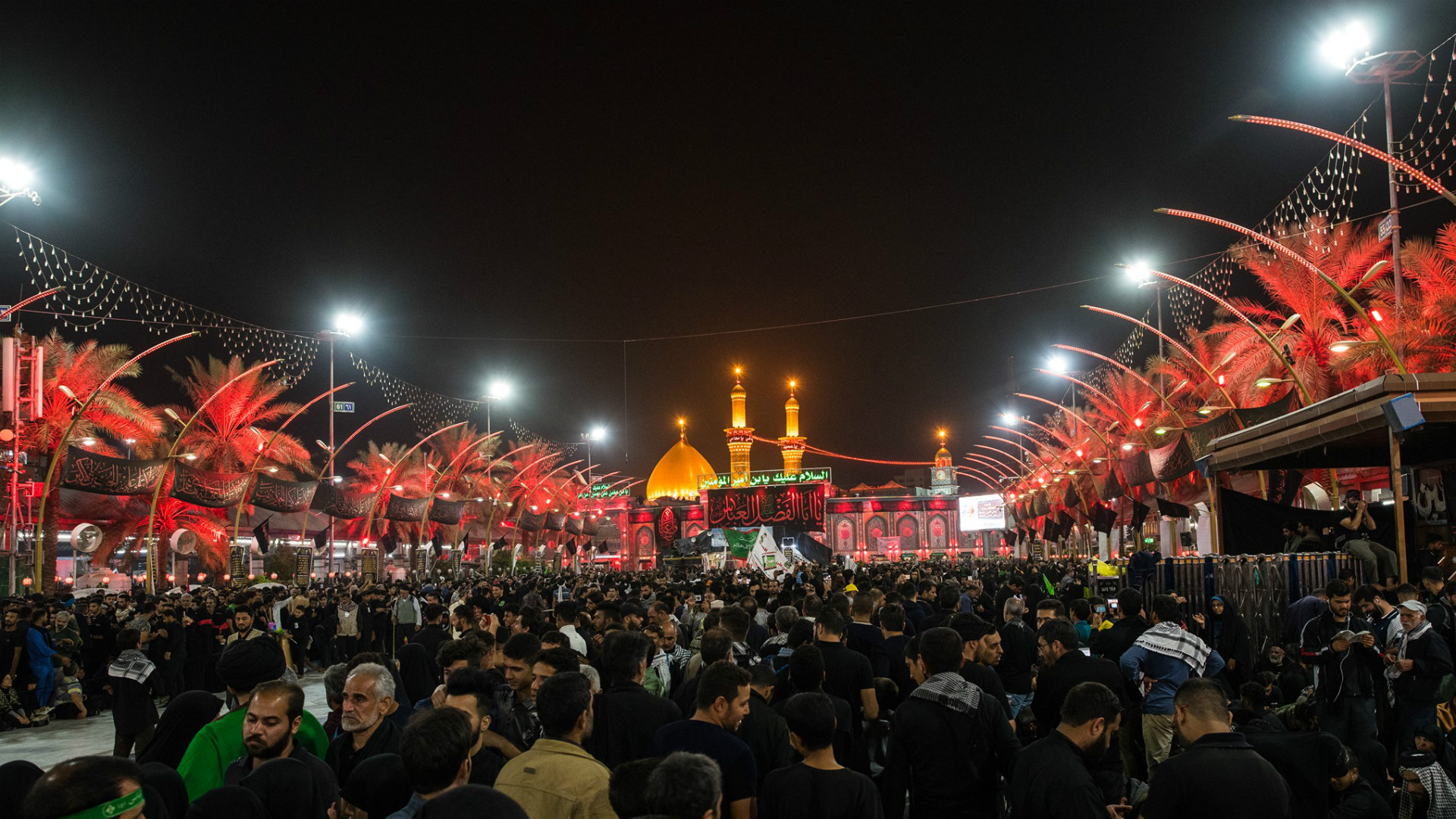 مئات الآلاف من الزوار العرب والأجانب يشاركون في إحياء ذكرى عاشوراء
