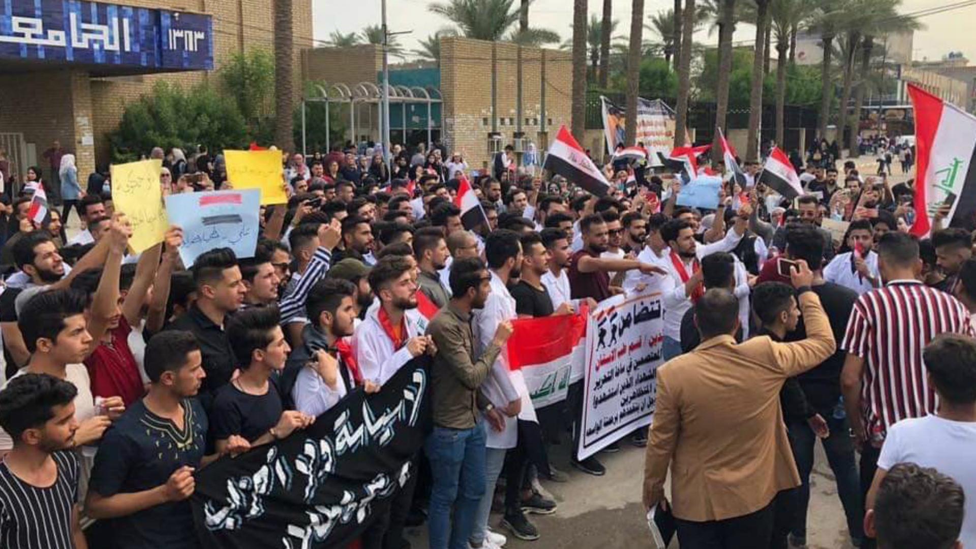 إضراب طلاب المدارس والجامعات تضامناً مع المتظاهرين