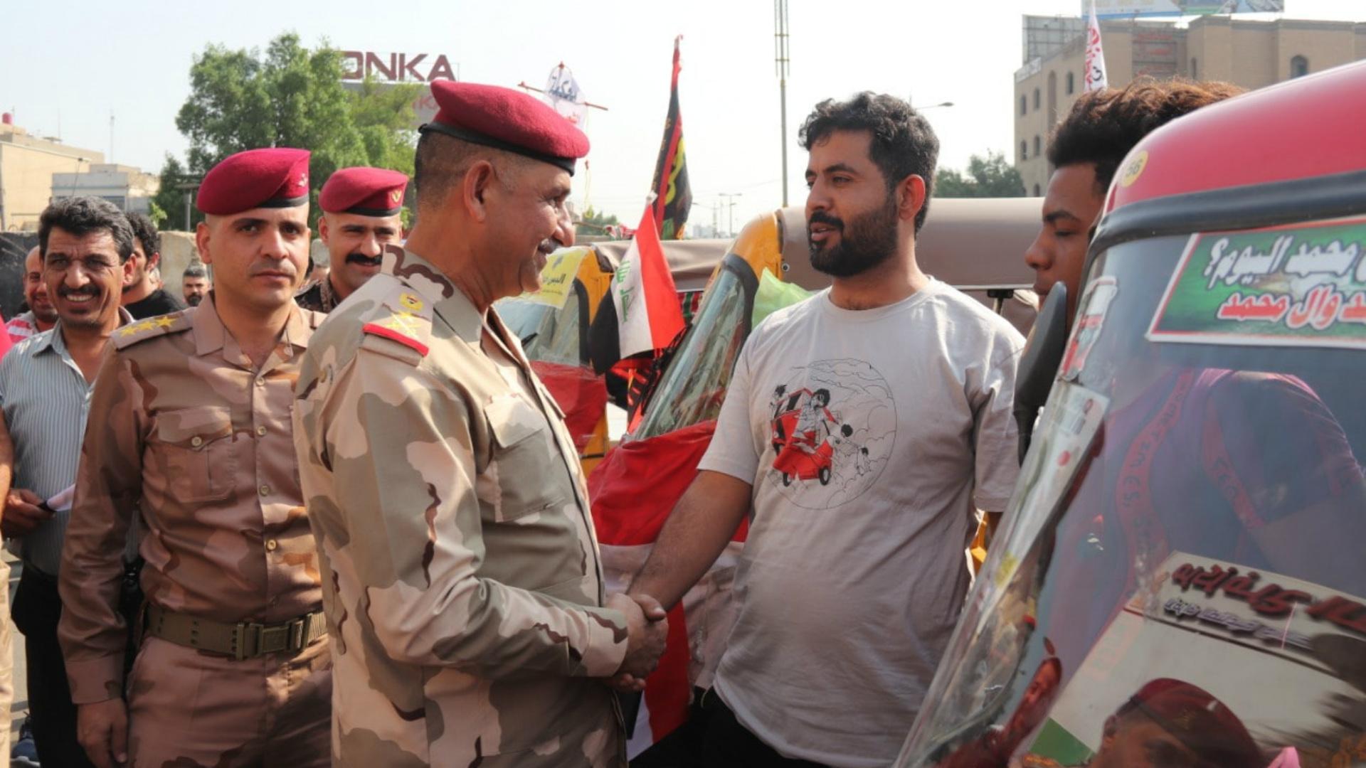 قائد عمليات بغداد يتكفل بحماية المتظاهرين مع مقتل المزيد منهم