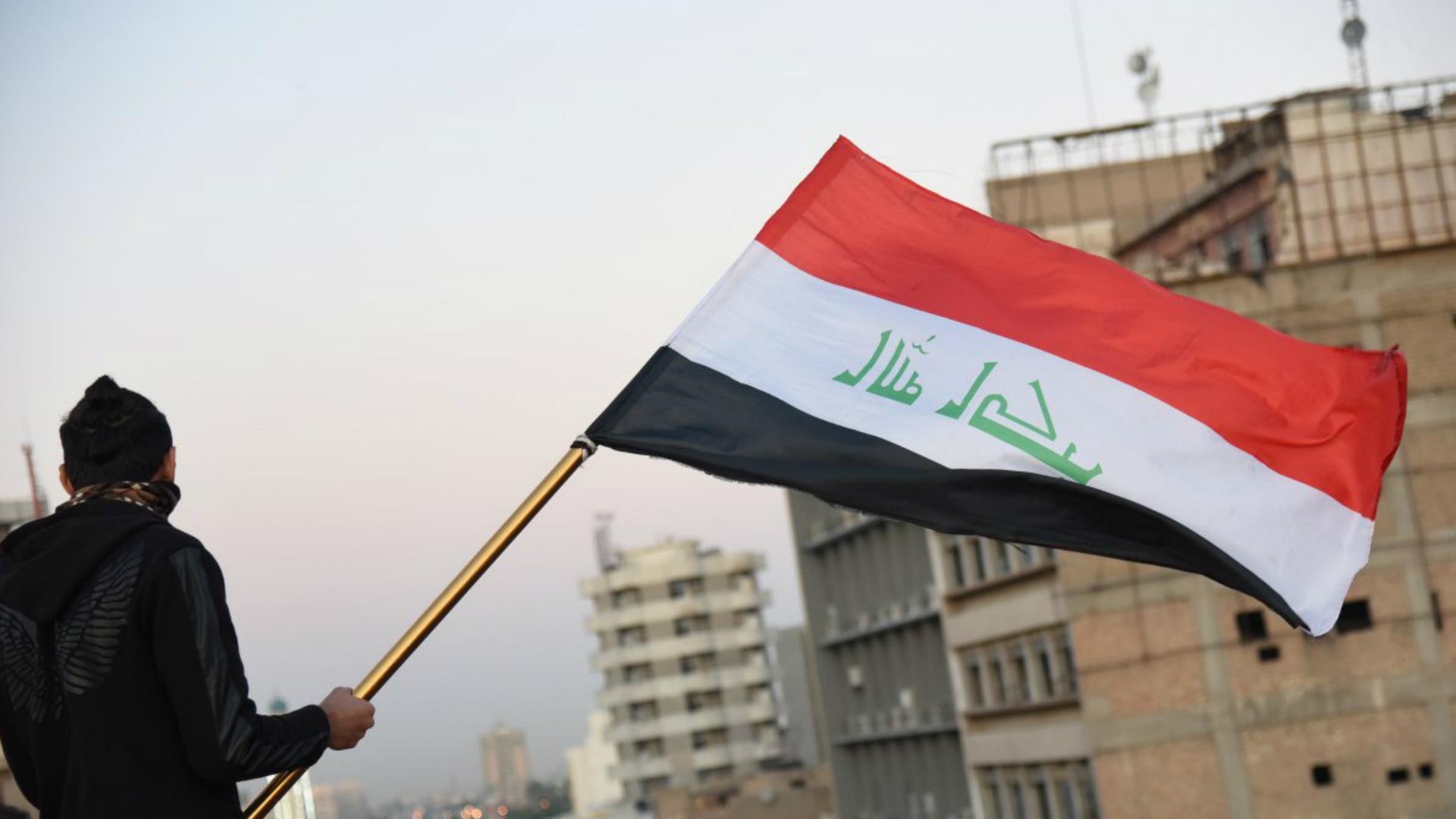 متظاهرو التحرير يوزعون مسودة قانون الانتخابات