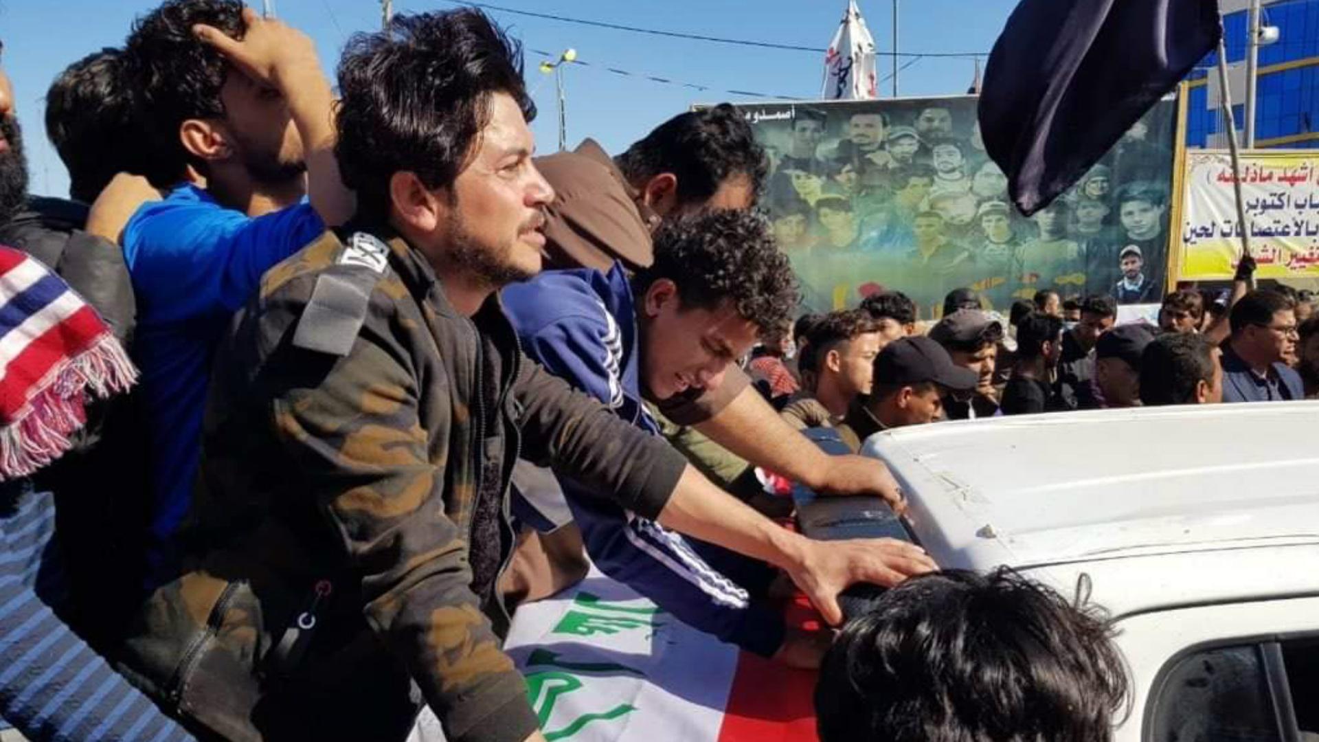 مسلحون يطلقون النار على متظاهرين رفضوا استقبال تشييعاً رمزياً لقادة الحشد