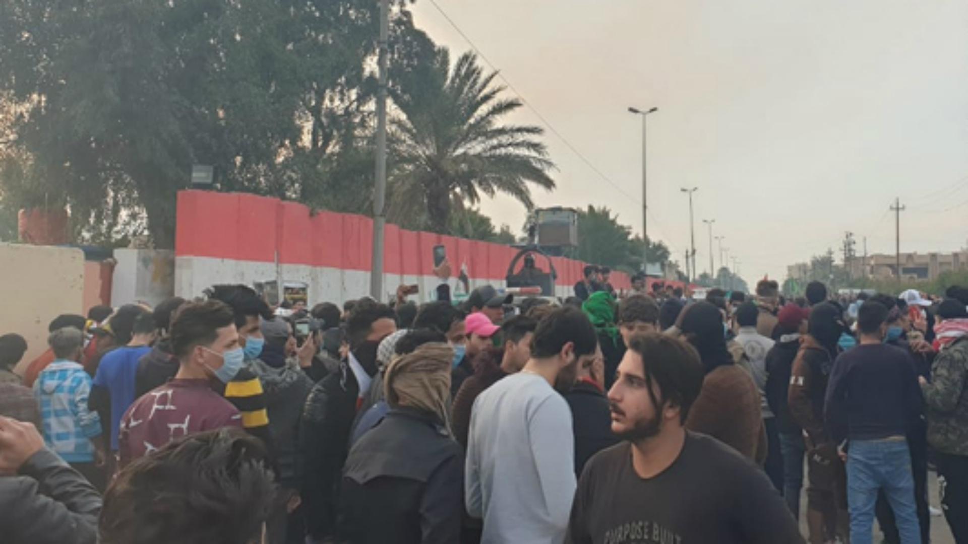 صدامات بين المتظاهرين والقوات الأمنية في واسط
