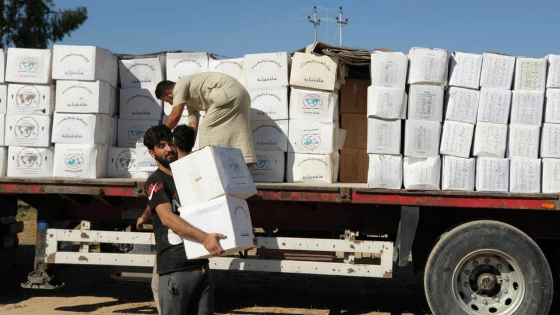 وزارة الهجرة توزع 9 آلاف حصة إغاثية في 3 محافظات