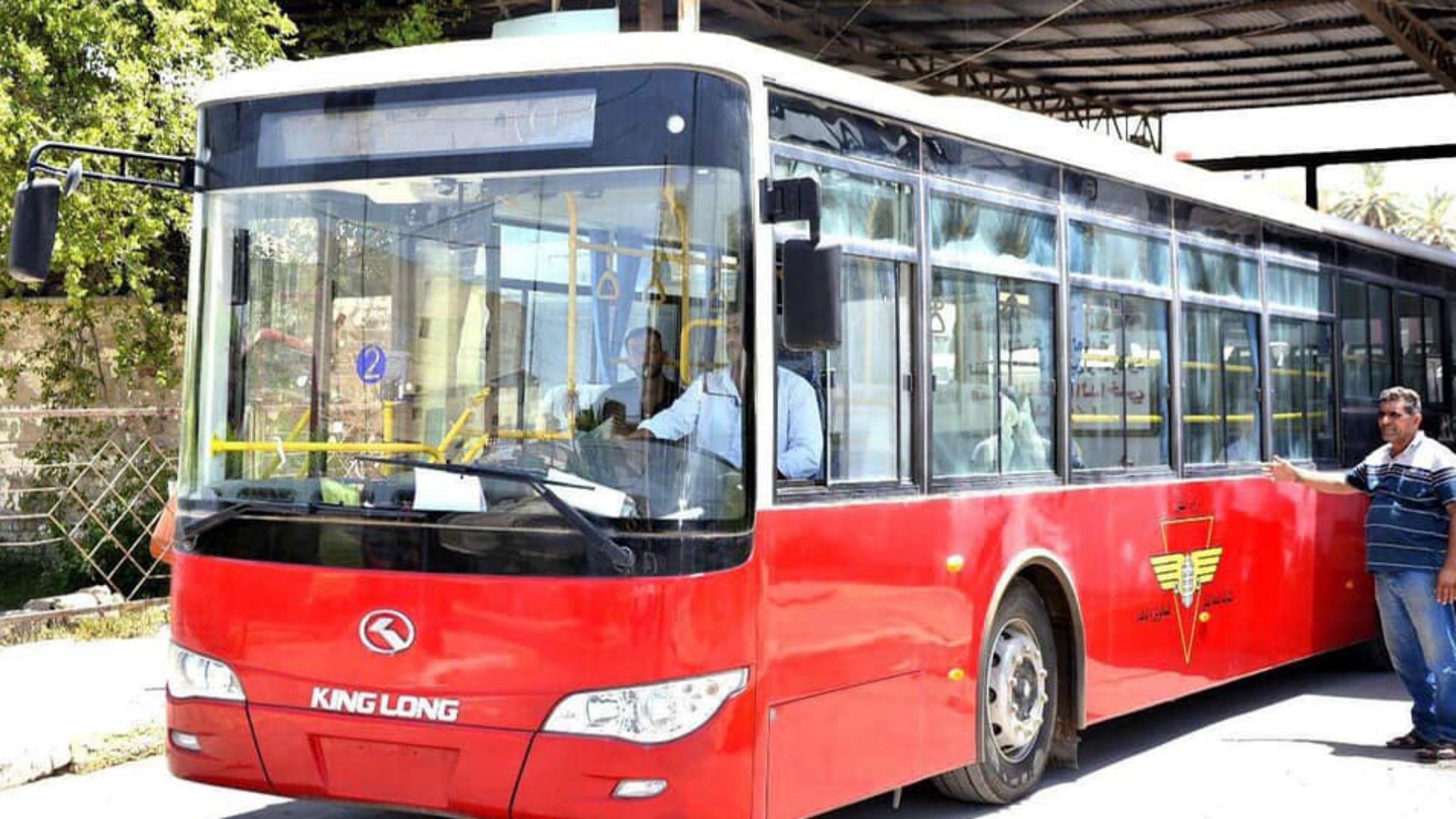 النقل تعلن إعادة تسيير الباصات الحمراء في بغداد