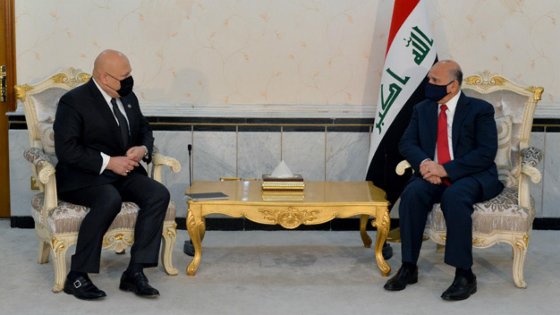 وزير الخارجية: الحكومة تواصل دعمها لفريق التحقيقِ بجرائم داعش الإرهابية