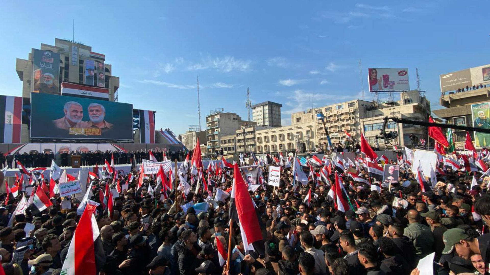 آلاف المتظاهرين يحيون سنوية اغتيال المهندس وسليماني